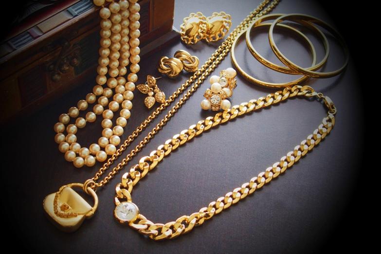 中国に金製のアクセサリーやジュエリーを輸入する方法