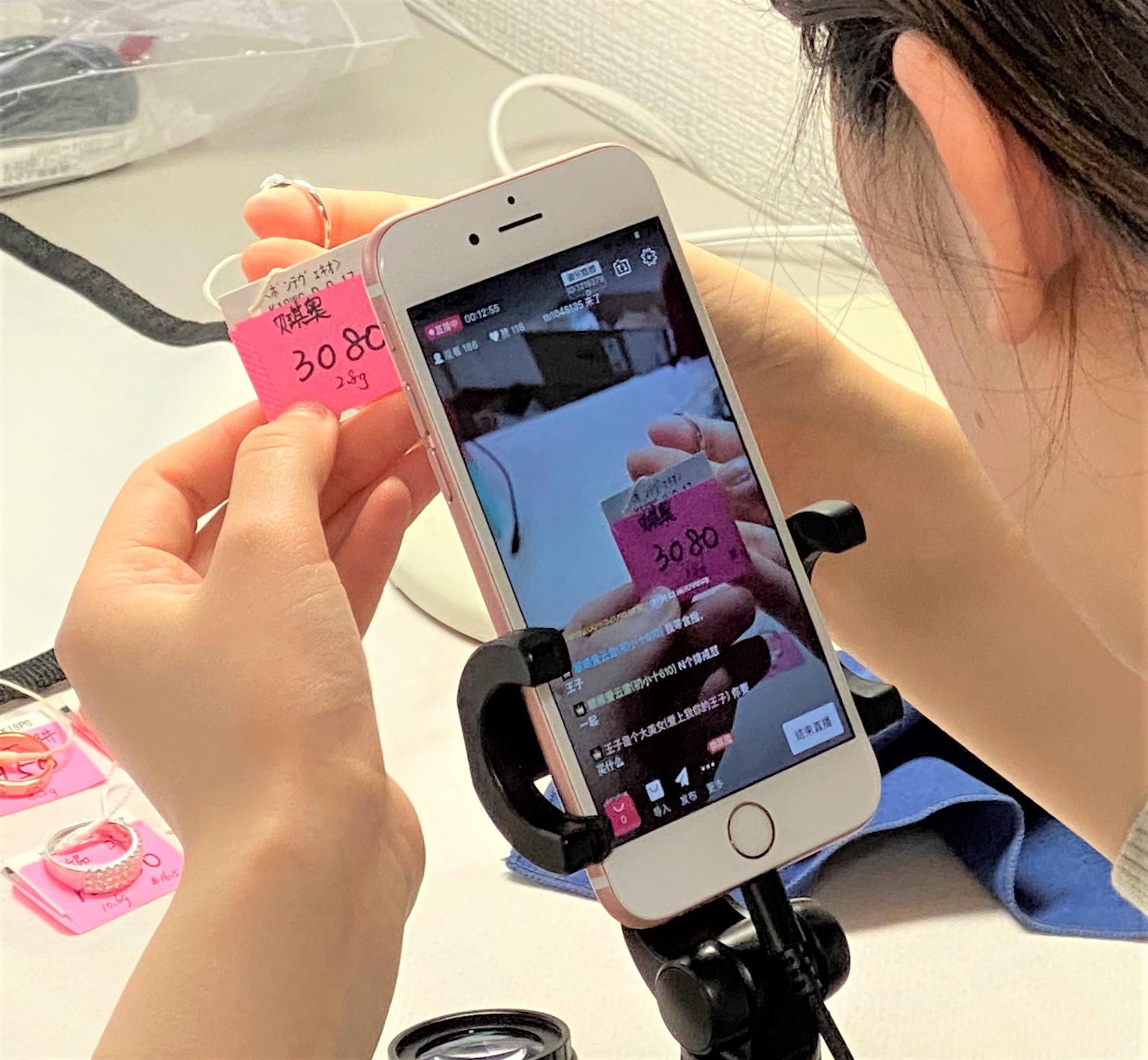 ダブル11(独身の日)中国向け中古ブランド品のライブコマース実施